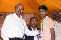 60TH ANNUAL DAY - 26.01.2017 - CHIEF GUEST INCOMETAX PRINCIPAL COMMISSIONER, Mr. V. MAHALINGAM, PRESENTING THE PRIZES.