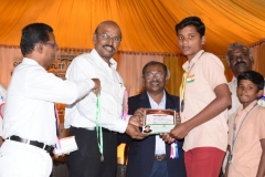 60TH ANNUAL DAY - 26.01.2017 - CHIEF GUEST INCOMETAX PRINCIPAL COMMISSIONER, Mr. V. MAHALINGAM, PRESENTING THE PRIZES