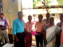 DISTRICT LEVEL SCIENCE EXHIBITION - 15.10.2016 - SETHUPATHI HSS-GETTING II PRIZE FROM DEO