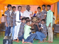 60TH HOSTEL DAY - 26.01.2017 - Mr P. SURENDRAN, HOSTEL PRESIDENT GIVING TROPHY.