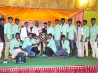 60TH HOSTEL DAY - 26.01.2017 - Mr P. SURENDRAN, HOSTEL PRESIDENT GIVING TROPHY
