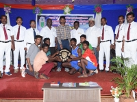 60th ANNUAL SPORTS DAY - CHIEF GUEST Mr. J. NAGARAJAN, INSPECTOR OF POLICE, SPECIAL BRANCH, MADURAI GIVING AWAY THE PRIZE