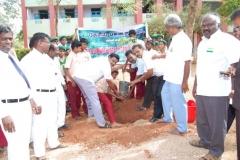 1-uravinmurai-members-planting-saplings-on-15-08-2013