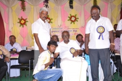 2-hostel-students-getting-prize-1