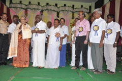 2-kpsvd-hemalatha-honoured-by-the-chief-guest-hostel-day-24-11-2013