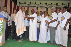 2-kpsvd-surendran-honoured-by-the-chief-guest-hostel-day-24-11-2013