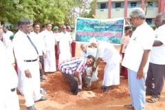 4-uravinmurai-members-planting-saplings-on-15-08-2013
