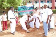 6-uravinmurai-members-planting-saplings-on-15-08-2013