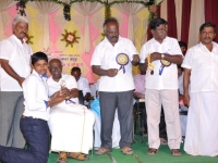 2-hostel-students-getting-prize-2