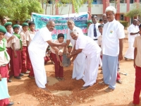 3-uravinmurai-members-planting-saplings-on-15-08-2013
