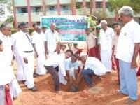 5-uravinmurai-members-planting-saplings-on-15-08-2013