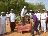 our-school-correspondent-giving-the-olympic-tourch-to-fensing-state-medel-holder-t-vigneshwaran