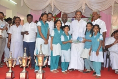 112th-kamarajar-birthday-competition-prize-distrubution-function-on-25-07-2014-students-geting-prize-from-the-chief-guest