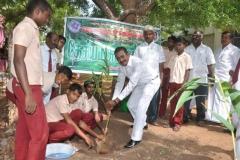 mr-p-dharmaraj-president-mnujnhss-planting-sapling-112th-kamarajar-birthday-competition-prize-distrubution-function-on-25-07-2014