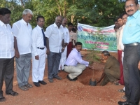 2-66th-republic-day-26-01-2015-chief-guest-mr-j-anjelo-irudayasamy-ceo-madurai-planting-the-sapling