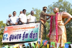 67th Republic Day – 26.01.2016 – Chief Guest - Assistant Commissioner of Police, Madurai - Dr. A. Manivannan, M.A., M.L., Ph.D., garlanding the Kamarajar Statue