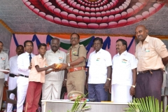 67th Republic Day – 26.01.2016 – Chief Guest - Assistant Commissioner of Police, Madurai - Dr. A. Manivannan, M.A., M.L., Ph.D., giving prizes to the winners