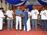 08.01.2016 – KPSVD HOSTEL - 59th Hostel Day – Hostel student getting prize from the the Chief Guest Mr. A. Kaliamurthi, SP(retd.), Trichy