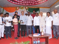 15.08.2015 DRO, Salem Mr. S. Selvaraj giving prize to the winner in competition